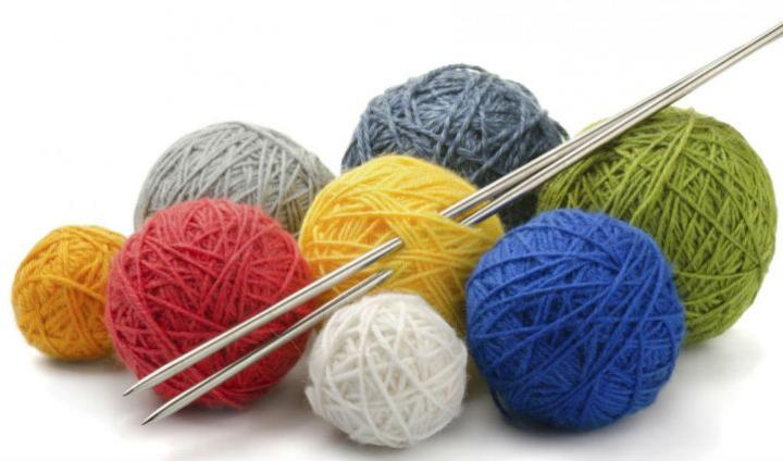 Knitting needle and ball of wool