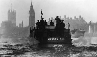 B&W photo of Massey Shaw Fireboat travelling up the Thames towards Westminster in WW2
